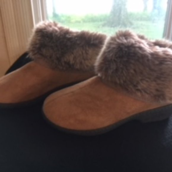 isotoner Shoes - womens isotoner Addie Boot  slippers size 6.5-7